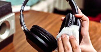 Come pulire cuffie over ear e auricolari in ear